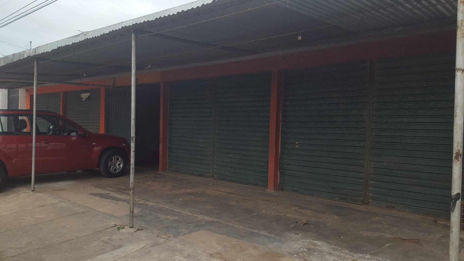 Local comercial en Venta Av. Rolando de Chazal a 10 mts del 4to anillo, amplia avenida pavimentada entre Brasil y Virgen de Cotoca Foto 3