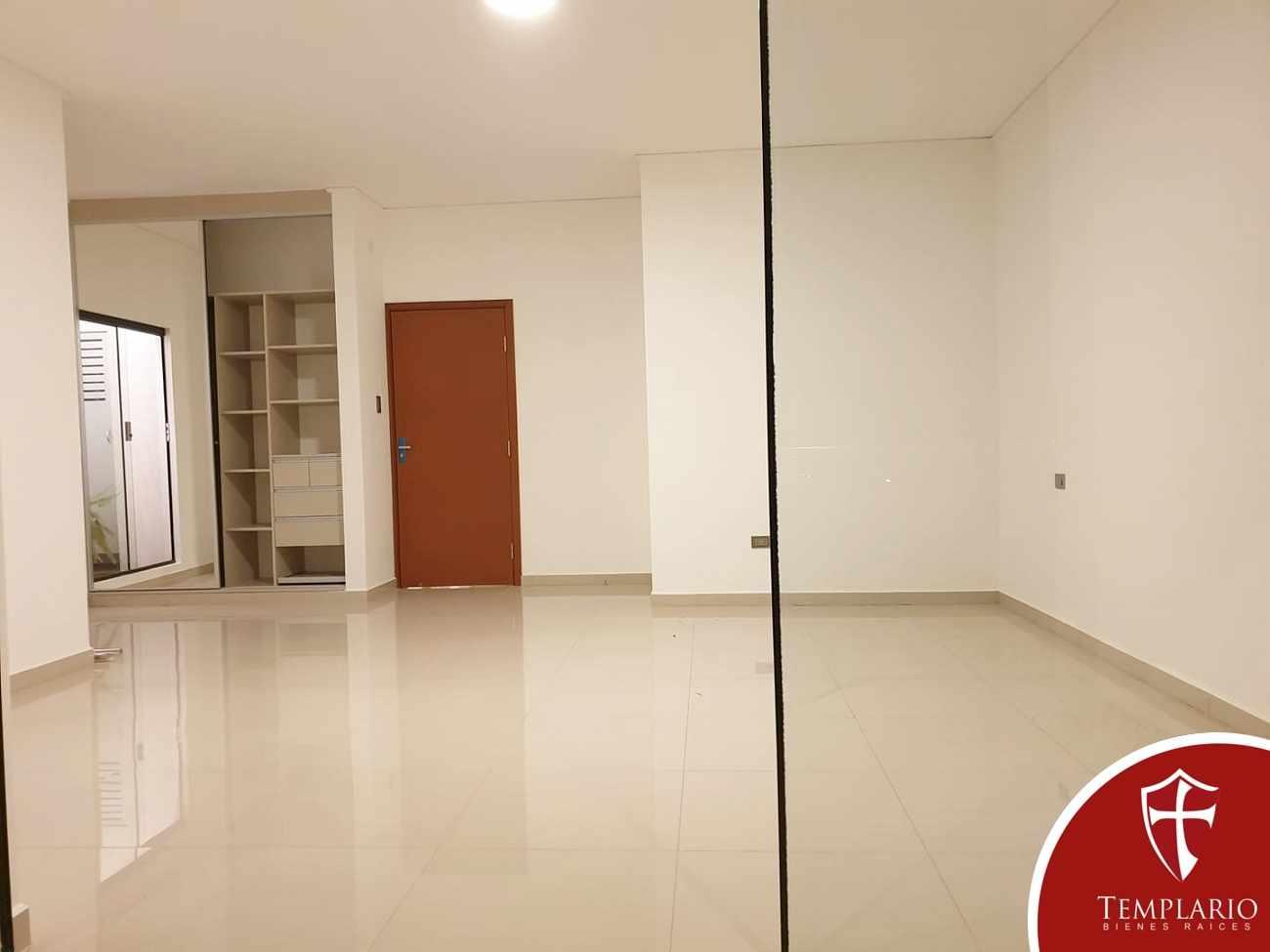 Casa en Venta Av. Santos Dumont 3er y 4to Anillo - Vecindario Residencial Foto 13