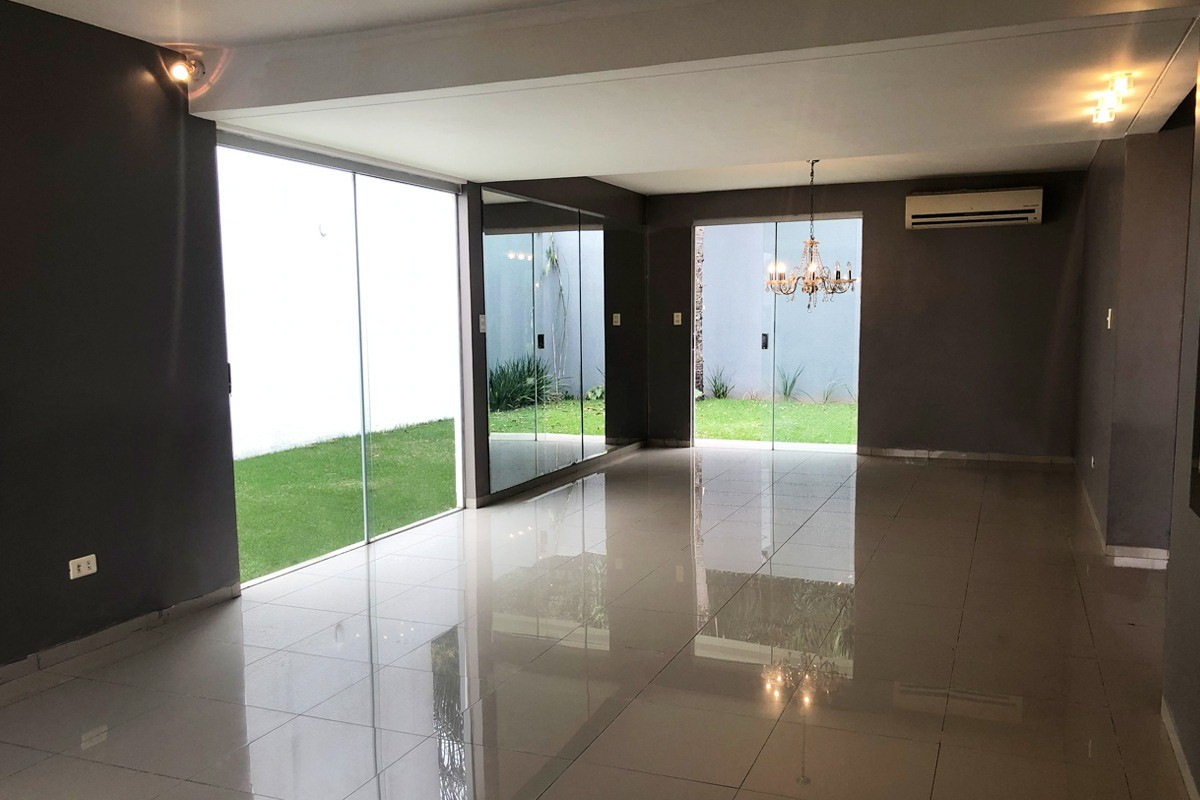 Casa en Alquiler Av. Radial 27 y 5to anillo Zona norte, condominio Villa del Milagro Foto 13
