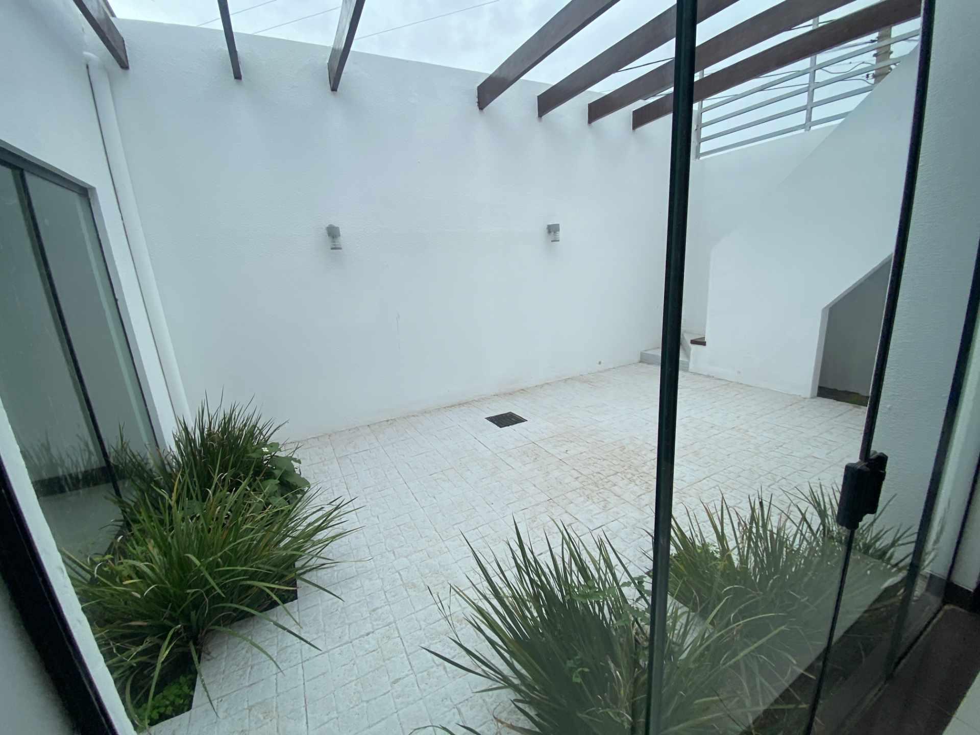 Casa en Venta Condominio Mónaco, entre 7mo y 8vo anillo de la zona norte sobre Canal Pedro Velez.  Foto 11