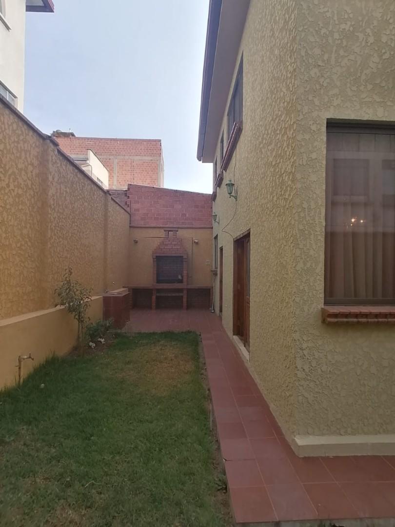 Casa en Venta BONITA CASA EN VENTA EN ALTO OBRAJES EN PLENA PLAZA AMISTAD Foto 6