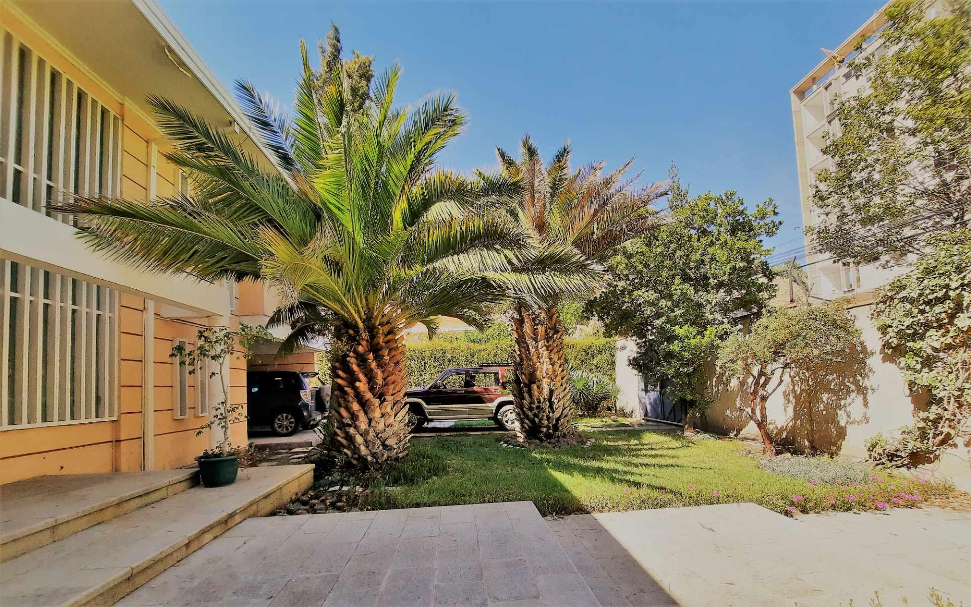 Casa en Alquiler Calle 10 de Calacoto casi esq Av. Costanera Foto 5