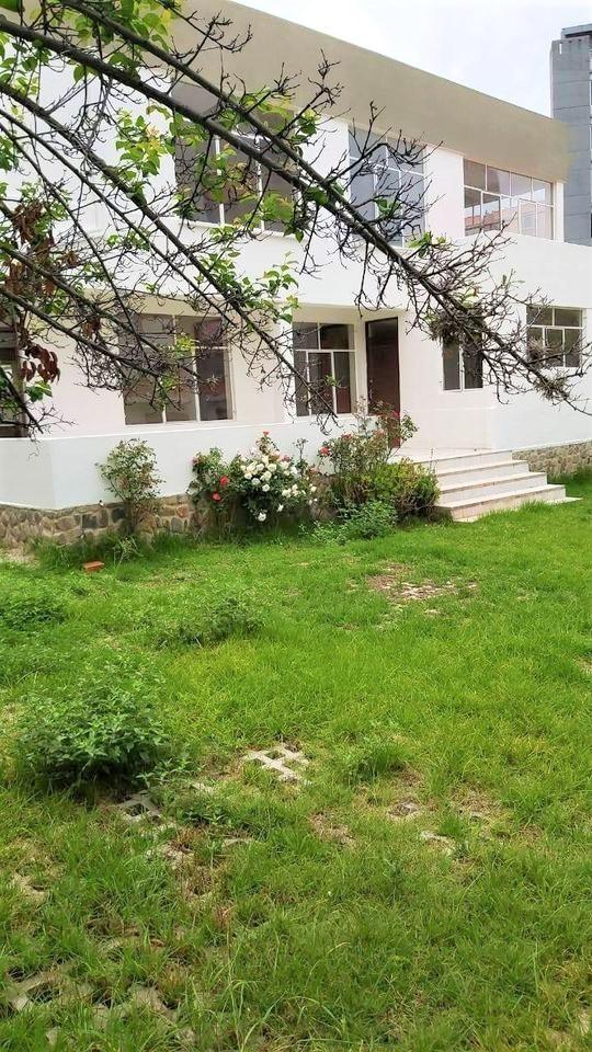 Casa en Alquiler Calacoto Calle 20 Foto 1