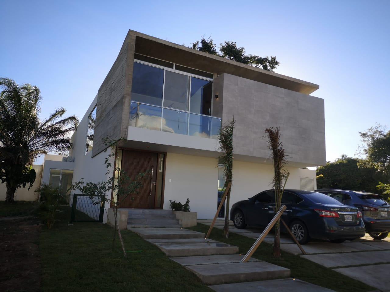 Casa en Alquiler Hermosa Casa 4 dorm. - Cond. Santa Cruz La Vieja Foto 4