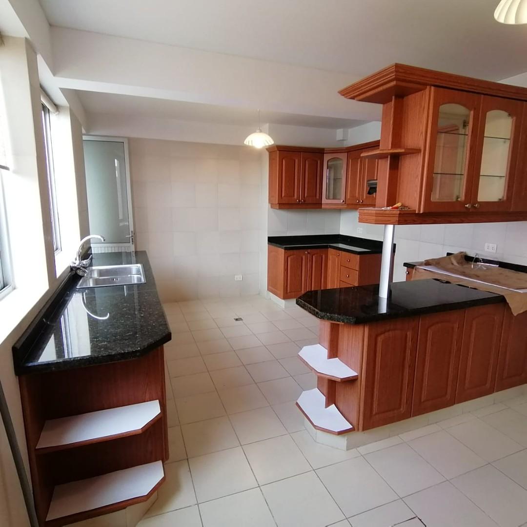 Casa en Alquiler $us.1.200.- ALQUILER HERMOSA CASA EN LOS PINOS LPZ  Foto 9