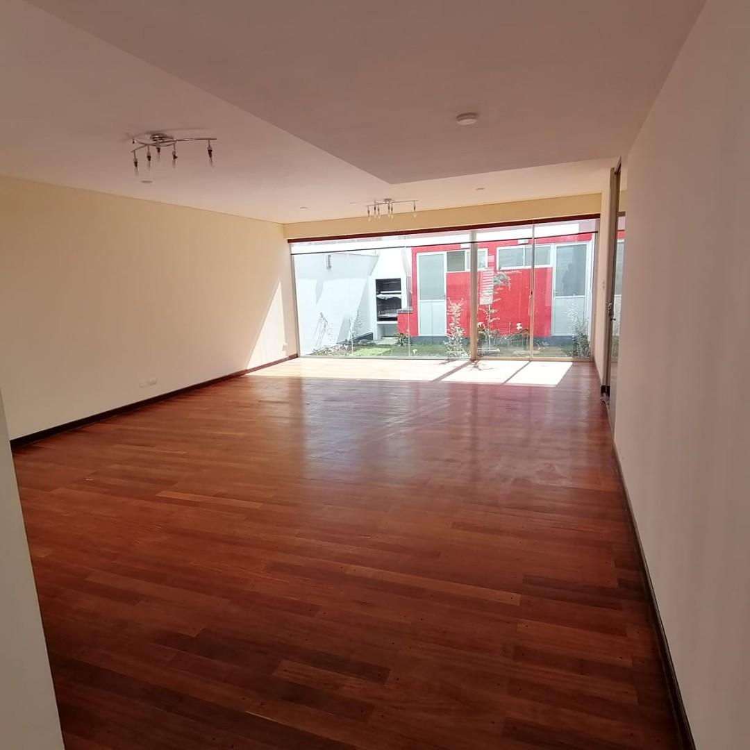 Casa en Alquiler $us.1.200.- ALQUILER HERMOSA CASA EN LOS PINOS LPZ  Foto 1