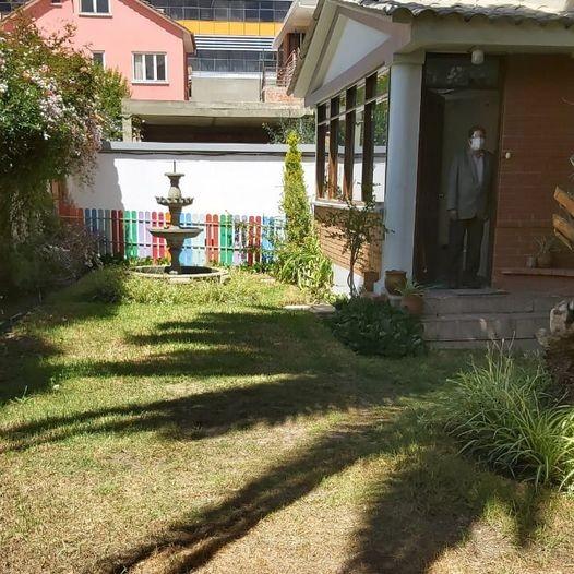 Casa en Alquiler Calacoto, calle 12, cerca de la Avenida Ballivián Foto 1