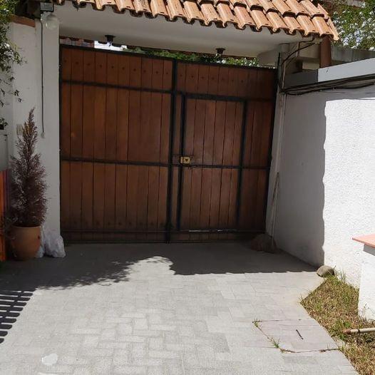 Casa en Alquiler Calacoto, calle 12, cerca de la Avenida Ballivián Foto 3