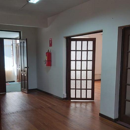 Casa en Alquiler Calacoto, calle 12, cerca de la Avenida Ballivián Foto 4