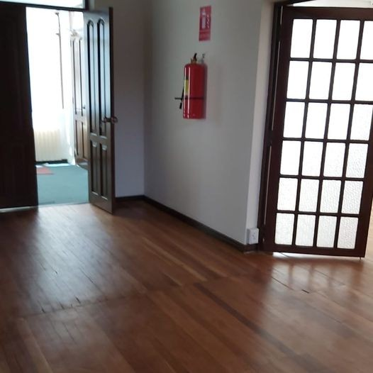 Casa en Alquiler Calacoto, calle 12, cerca de la Avenida Ballivián Foto 27