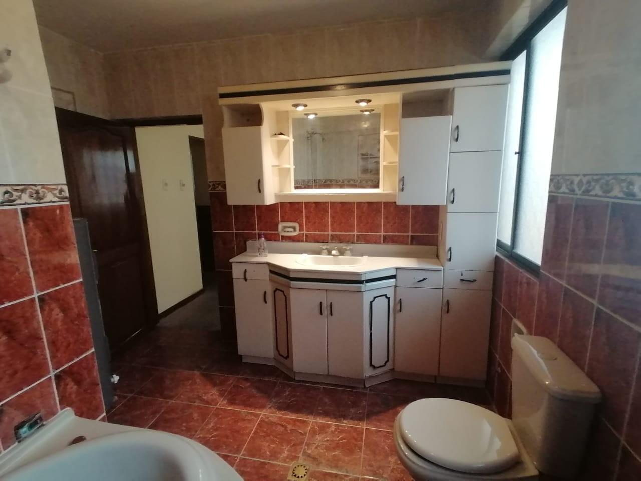 Casa en Venta BONITA CASA EN VENTA EN ALTO OBRAJES EN PLENA PLAZA AMISTAD Foto 3